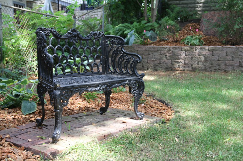 Themed Gardens – Black Bench