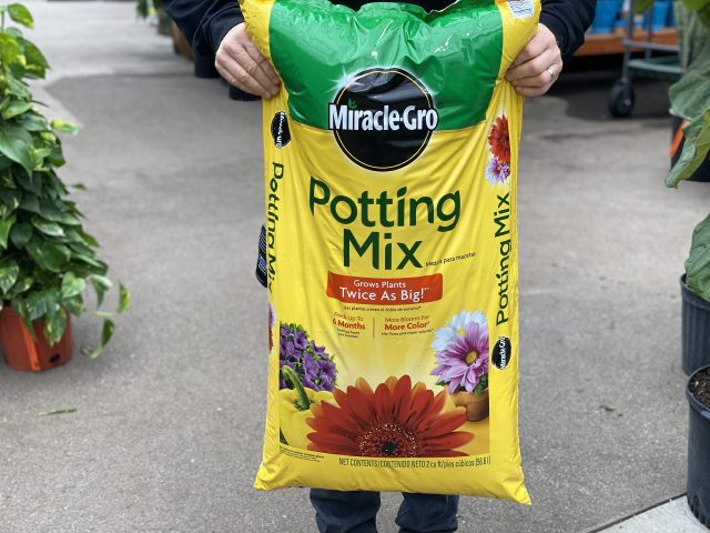 2 cuft Miracle Gro