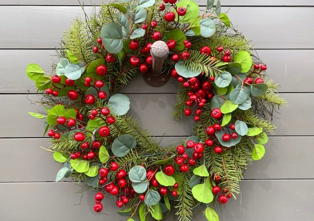 Wreath Berry & Eucalptus